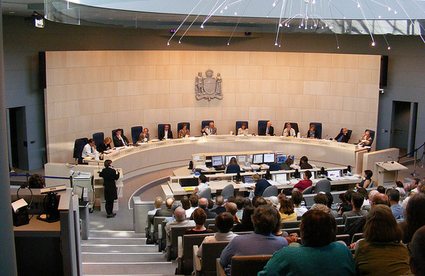 Edmonton - Packed Council Chambers (Dave Cournoyer / CC BY-SA 2.0)