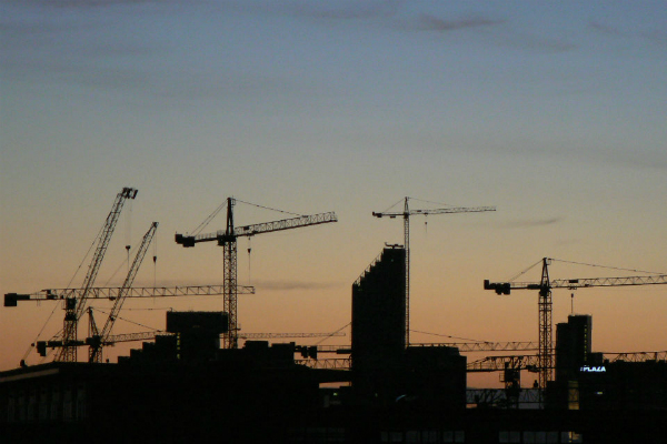 Cranes on Liverpool skyline (credit: peterallen/CC BY-SA 2.0)