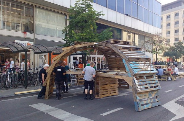 Street furniture made of pallets on the Boulevard Anspach, Belgium, Brussels (credit: Berthgmn/CC BY-SA 4.0)